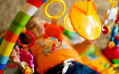 Gør babyen glad med et aktivitetsstativ